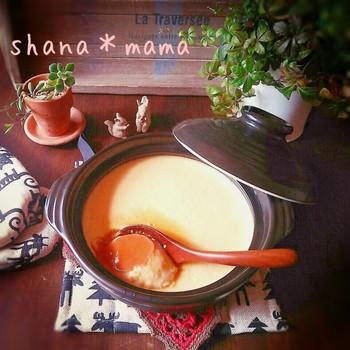 『熱々でも♪冷々でも♪たっぷり土鍋プリン♪』  見た目が冬らしい土鍋プリン。冷してはもちろん、できたてアツアツをいただくのもおいしいんです。作り方は普通のプリンと全く一緒だから、とっても簡単。