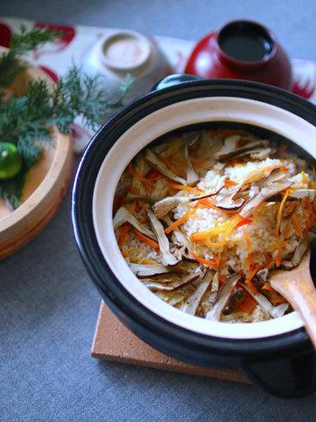 冬のお料理の定番アイテム「土鍋」。鍋料理だけでなく、ごはんやお肉料理、スイーツまで、いろいろ活用してお料理の幅を広げてみませんか?