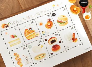 柔らかな色合いとイラストがとってもキュートなパンとお菓子モチーフの切手風シール。 お友達にお手紙を書くのが楽しくなりそう♪