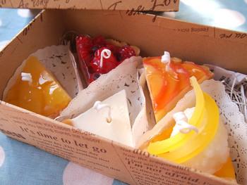 ツヤ感が何とも言えないカットケーキ形のキャンドルです。 箱に入れて差し入れとして持って行ったら、思わず食べてしまいそう!