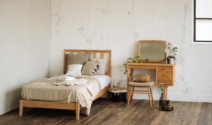 本当に必要なものだけをそろえて、ミニマルに生活したい方はこうしたサイズ感の家具をそろえても良いかも。一つ一つの作りが丁寧なので、素朴になりすぎずシンプルながらもこだわりを感じるお部屋が完成します。