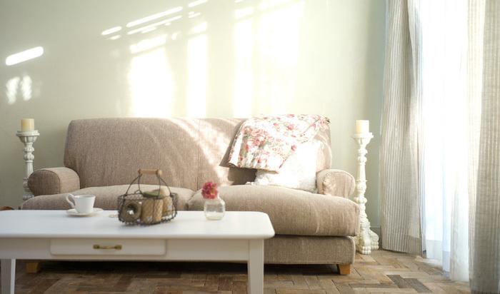 「MOMO natural(モモナチュラル)」は、素敵な家具やカーテン、ラグなど、生活を彩るアイテムを扱っているブランドです。やさしくまっすぐ、スタンダードな製品たちは、長年使い込むほどに一人ひとりの暮らしに馴染む、かけがえのないものになっていきます。
