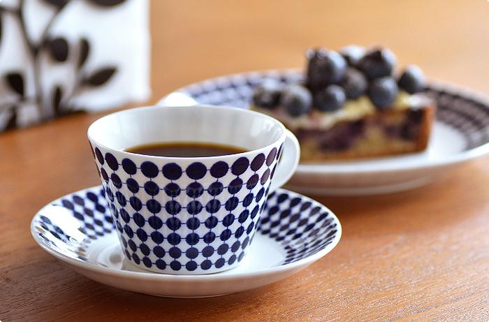 スウェーデンの人気陶芸家、リサ・ラーソンのネコの置物なども手がけるGustavsberg。幾何学的な模様やシャープなフォルムは、北欧食器の王道感たっぷり。おいしいコーヒーや紅茶、おやつとともに、北欧の雰囲気も味わいましょう。