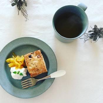 フランス語で「1日」を意味するun jourシリーズ。朝、昼、晩の食卓はもちろん、午後の何気ないティータイムもすてきな時間にしてくれます。