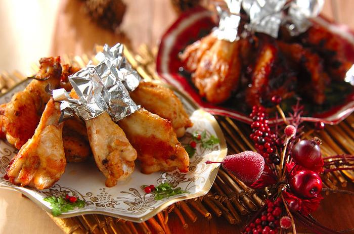 ローストチキンが食べたいけど、立派なお肉が無い…そんな時は、手羽元で代用しましょう♪二種類の液でマリネするこちらのレシピなら、満足度も充分!一晩漬けてオーブンで焼くだけで、美味しいローストチキンになりますよ。