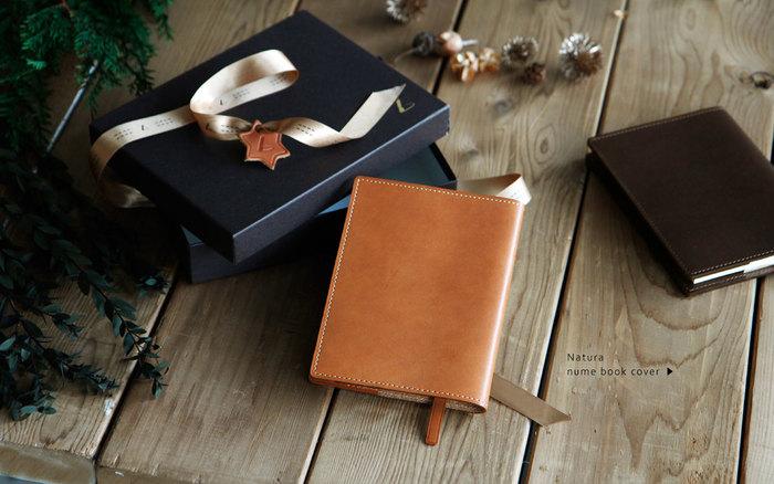 素材やデザインにもこだわり丁寧に作られた革製品は、大切な方へのプレゼントにも最適です。