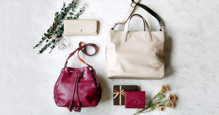 そんなメイドインジャパンのレザーブランド「土屋鞄製造所」から、今の時期しか手に入らない、シーズン限定のアイテムが登場しました♪既に完売しているアイテムもありますので、お早めにどうぞ。