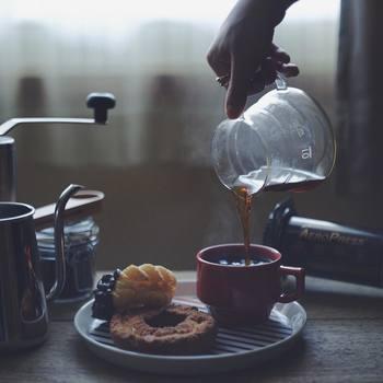 いかがでしたか?「いいな!」と思うカップやプレートは見つかりましたか?次の休日は、ぜひお気に入りの食器でのんびり、ほっこり、または優雅にティータイムを楽しんでくださいね。おいしいおやつも忘れずに!