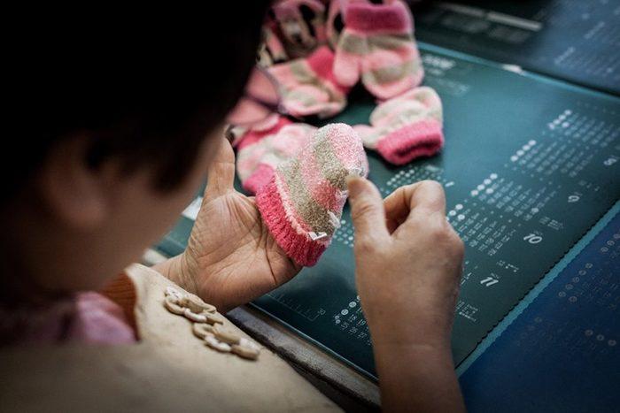 ブランド名である「tet.」には、ものを生み出す「手と、」その先に広がる様々な物語を伝えていく、という想いが込められています。