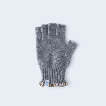 指先が動かしやすく、使いやすい指なしの手袋は、冬のはじまりの買い物や、寒い日のパソコン作業などにも使えそう。