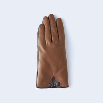 手首の外側で留めるオリジナルホックがキュートなアクセントになっている導電革を組み合わせたスマートフォン対応のtouchシリーズの「touch」。
