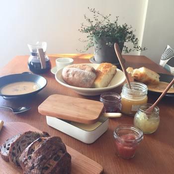 今回は、冬の朝に味わいたくなる温かい朝ごはんレシピを集めました。お馴染みのものもありますが、どれも美味しそうなものばかりなので是非ご覧ください♪