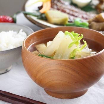 寝過ごした朝、時間がないけれど温かいものを食べたいな、という時に便利なのがスープの素や味噌玉♪インスタント食品ですが、自家製なので体に優しく美味しいです。