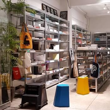 広々とした店内には日用品がたくさん。どれも素敵なので器以外にも目移りしてしまいそうです。いろいろと揃えたくなりますね。
