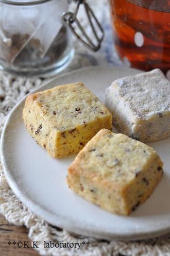 若返りのお茶?などといわれているごぼう茶でサブレを。こちらもティーパックの茶葉を作っています。好きなお茶のパックを使うと色々なお茶風味のサブレが作れますよ♪