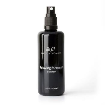 化粧水は直に肌につけるもの。これだけこだわり抜いたBOTTEGA ORGANICAの化粧水なら、安心してずっと使えますね。こちらはキュウリ果実水やゼニアオイ葉水等を使った乾燥肌・エイジングケア向けのミストトナー。なめらかでうるおった肌に整えてくれます。