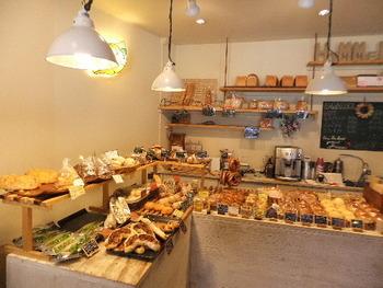大岡山駅が最寄り駅のこちらのHIMMELの店内では、たくさんの種類のパンが所狭しと並べられています。テイクアウトをして自宅や公園でいただきましょう。