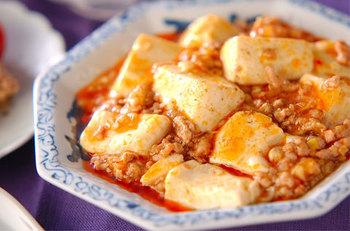 みんな大好き麻婆豆腐!水溶き片栗粉:(おおさじ)1.5に対して、水:3の割合で作られています。