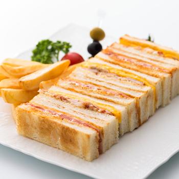 和・洋・中の専門のシェフが作るビュッフェは、どれも出来たてばかり。お料理の種類が多いので、和食派さんと洋食派さんが一緒に行ってもそれぞれ好きなものを食べられます。