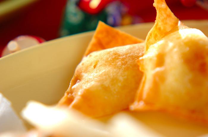 栗きんとんを春巻きの皮で包んで揚げるだけで、全く別のアイテムに変身!中華料理にもぴったり合いそうですね♪パリパリ感が加わって食感の違いも楽しめるでしょう。