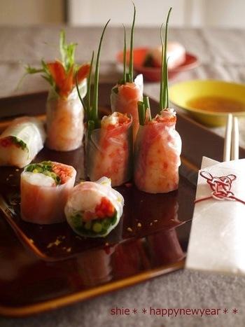 こちらは、かに・海老・真鯛を使ったちょっと贅沢な具材の生春巻きです。色鮮やかで、本来はベトナム料理なのに、意外と日本のお正月によく似合っていますね♪