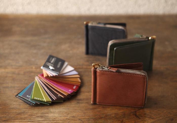 ヴィンテージレザーの財布は様々な用途、大きさのものを取り揃えています。 カラーバリエーションも豊富で、自分らしい一品が見つかるはず。