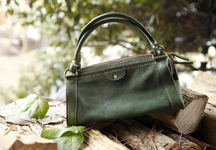 ハンドバッグやトートバッグ、リュックなど、レジャーからビジネスまで幅広く使えるファッションアイテムが充実しています。