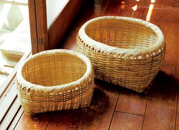 新潟県佐渡島の竹で作られた「しちなりかご」。 野菜や果物を入れてもいいし、洗濯物かごとして使ってもお洒落です。
