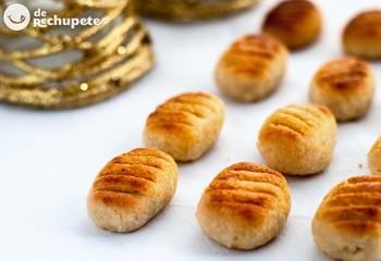 スペインの首都マドリードから車で約50分くらいの場所にある、世界遺産の街トレド。この街の有名なお菓子と言えばマサパンです。街のあちこちで売られていて、コロンとした不揃いの形が可愛らしいお菓子☆