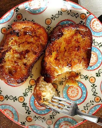 トリハとはスペイン風のフレンチトースト。甘めに味付けしたミルクや白ワインに浸したパンを、溶き卵につけて揚げれば出来上がりです。味のバリエーションが豊富で、各家庭によって作られるレシピも様々。現地に行った時はトレハ巡りをしても楽しそう♪