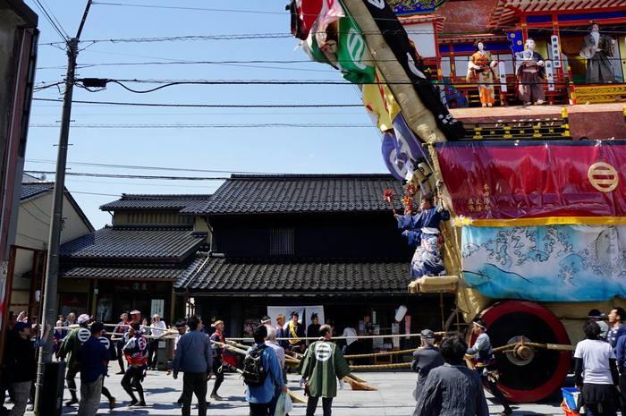 5月に行われる青柏(せいはく)祭。能登地区最大のこの祭礼では、「でか山」と呼ばれる山車が街を廻る(画像提供:高澤ろうそく)