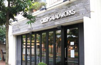 恵比寿や六本木、麻布十番に店舗があるチョップドサラダ専門店のCRISP SALAD WORKS。 オリジナルメニューのミックスサラダはもちろん、自分の好きな具材を選ぶカスタムサラダをお願いすることもできます。