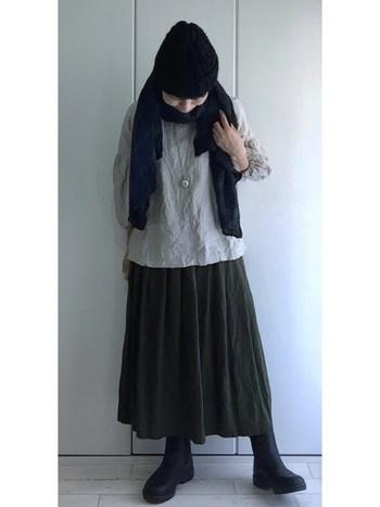 優しい雰囲気漂う冬のコーデ。ショールやポンチョなどを合わせて暖かさをプラスしてもいいですね。