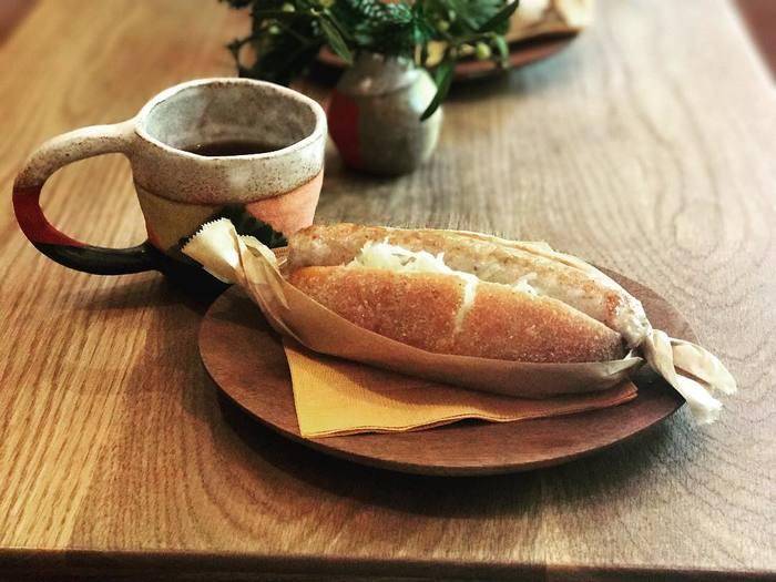 フードメニューのホットドッグもこだわりの一品。 カタネベーカリーのパンとジューシーなソーセージのハーモニーがたまりません。