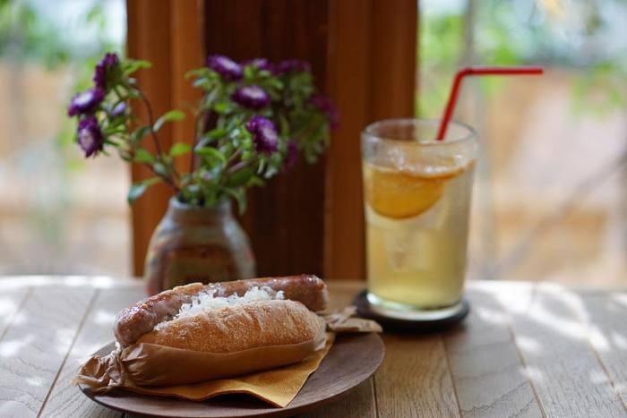 まだ人通りもまばらな休日の早朝や、ちょっと早起きした出勤前など、お洒落なカフェでゆったりとしたモーニングタイムを過ごしてみませんか?コーヒーやパンケーキ、サンドイッチ、サラダなど、こだわりのグルメと共に素敵な1日が始まります。 今回は、東京都内の美味しいモーニングが食べられるおすすめのお店をご紹介します。