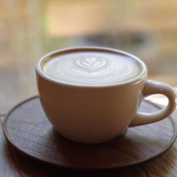 一杯一杯バリスタが丁寧に淹れるコーヒーやカフェオレは香り高く、ここでしか飲めない上質な味わいです。