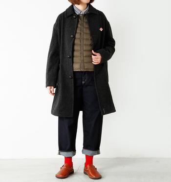 スタンダードなシルエットだからこそ、素材や風合いにこだわりたいですよね。「DANTON(ダントン)」のステンカラーコートは丈夫で、保温性も抜群。ややAラインのシルエットが可愛らしい一着。