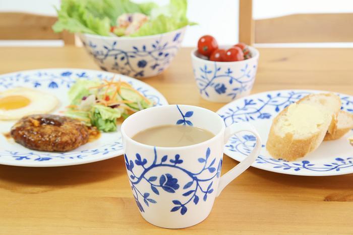 朝食のときにも大活躍。他の食器も同じペルゴラシリーズでそろえると統一感があり、食卓が一気に華やぎます。