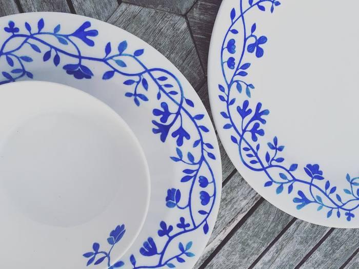 白地にツタのブルーがよく映える、さわやかで上品なデザイン。どこかアジアチックな雰囲気もただよう食器ですから、洋食だけでなく和食にも不思議とマッチします。