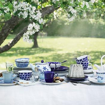 ロールストランド社は1726年にスウェーデン王室御用達の食器メーカーとして創業した、ヨーロッパで2番目に古い歴史を持つスウェーデンのブランドです。「ノーベル賞」の授賞式後の晩餐会で利用されているのは有名な話。