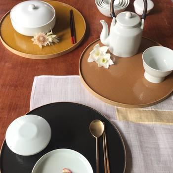 真っ白ではない、どこか優しい雰囲気で柔らかそうな韓国の白磁。日本の食卓にも自然に馴染みそうです。