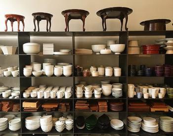 韓国の伝統に基づく工芸品やカトラリーにいたるまで、モダンでおしゃれなここでしか手に入らないようなものばかり。