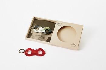 耳かき同様、製品のデザイン性だけでなく、パッケージにも遊び心があふれています。
