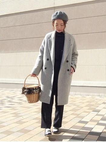 普段シンプルなファッションが多いという人は、チェスターコートを基本にして、メガネや帽子、ストール、バッグなどで遊んだり…思い思いのコーディネートを楽しんでいるのではないでしょうか?