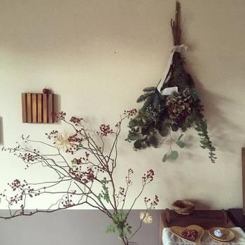 """冬は枝物やスワッグを取り入れて、季節感のある""""花のある暮らし""""をしてみませんか?"""