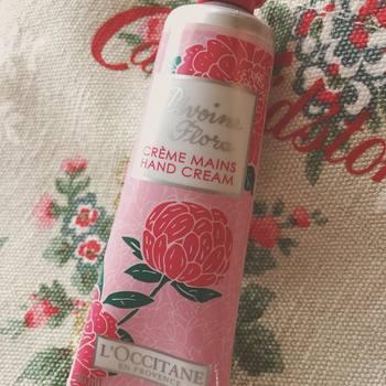 「5月のバラ」という別名があるほど香り高いピオニー。甘すぎず爽やかな香りです。