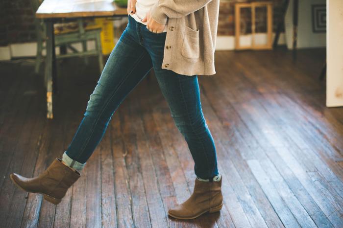 天然皮革を使用したシューズは、だんだん味が出て使うほどに魅力が増します。毎日お手入れしたり修理に出したり、きちんとメンテナンスすることで長く使えます。