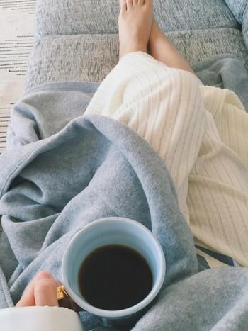 寒い季節は、おうちでまったりと過ごす時間が増えますよね。だからこそ、ルームウェアやパジャマはちょっぴり上質なものにしてみませんか?それだけで、心地よさがUPしてよりリラックスできるし、お部屋での自分にも自信が持てるからHAPPYな気持ちに♪