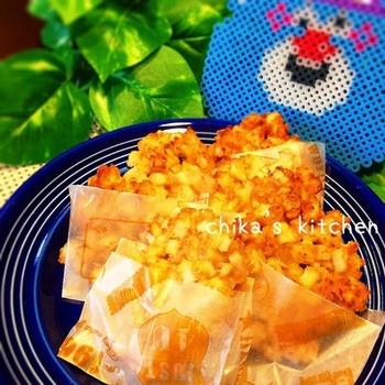 シンプルな材料で作る、ハッシュドれんこん。れんこんをカットして混ぜて揚げれば完成のおつまみやおつまみにもぴったりのレシピです。シャキシャキ&もちもちでついつい食べたくなっちゃう♪