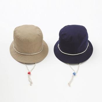 お散歩に欠かせないのが帽子。1歳前後にだんだん歩けるようになります。可愛い帽子で元気にお散歩してね♪というギフトはママへの応援にもなりますね。